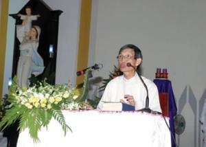Lm. Bs. Nguyen Viet Chung giup Tinh Tam